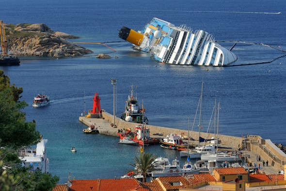 Costa Concordia captain waited hour until giving order to abanon ship, cruise, costa, italy