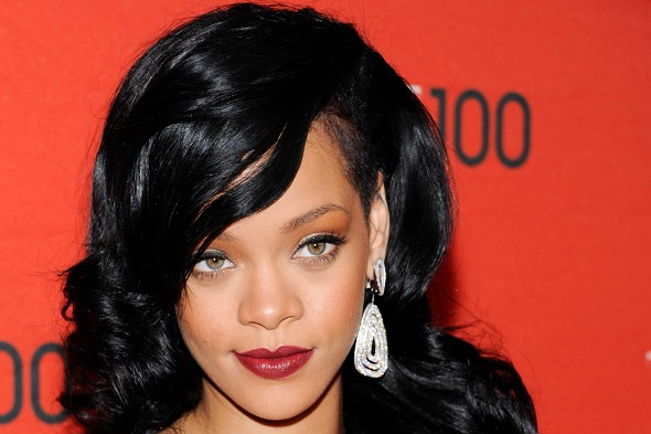 Rihanna causes Eurostar chaos after tweeting her exact travel details
