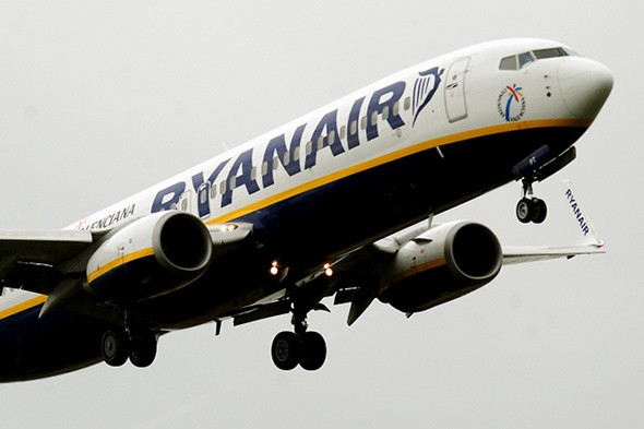 Pensioner stopped from taking oxygen mask on Ryanair flight