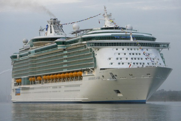 British cruisers sue for £500,000 after cruise line 'made them ill'