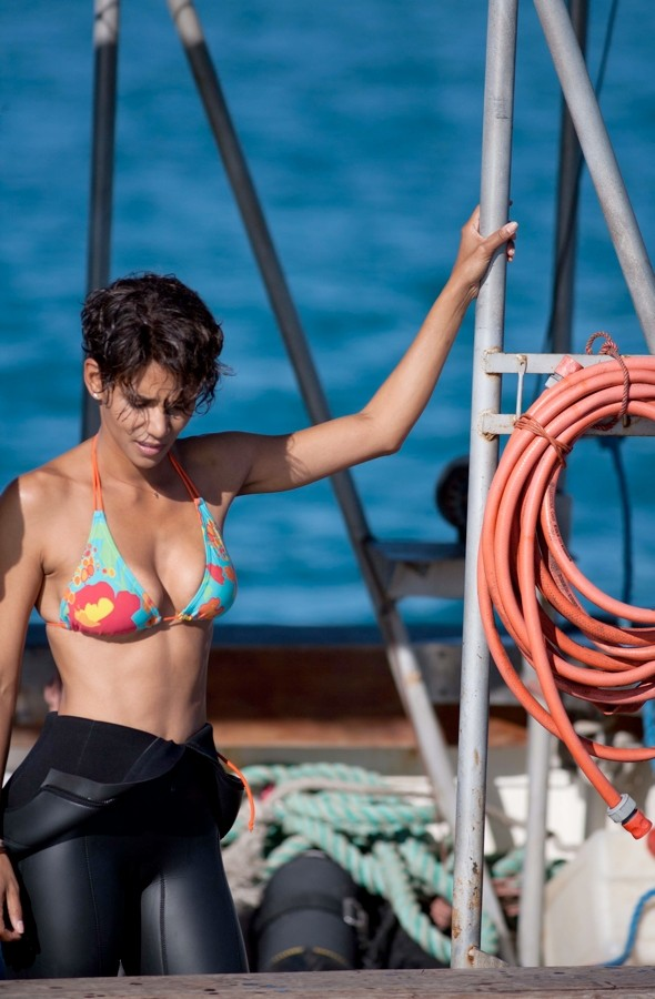 Bikini-clad Halle Berry has extremely close encounter with great white sharks in South Africa