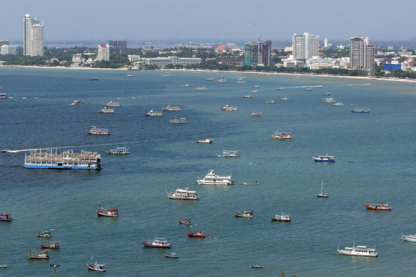 Tourist boat sinks off Thailand