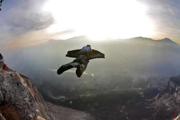 Leap of faith: Amazing daredevil base jumping pic