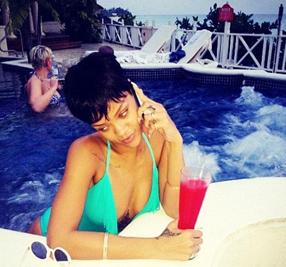 Rihanna tweets Chrismas holiday cocktail pic from Barbados