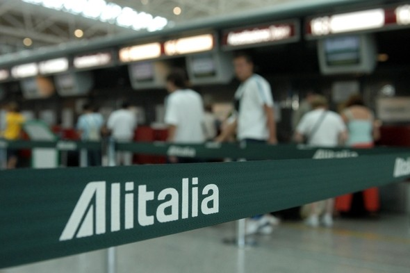Man sets himself on fire at Rome airport