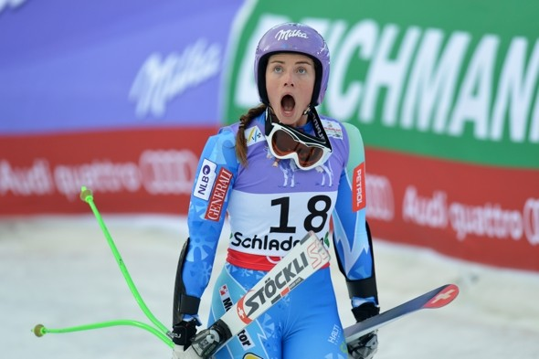 Skier Lindsey Vonn airlifted to hospital after serious race crash