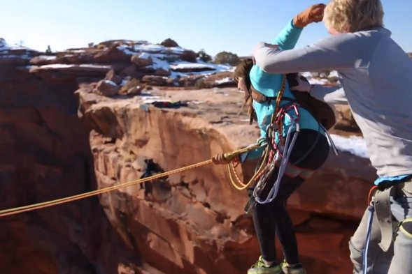 Man pushes girlfriend off cliff in 400ft rope swing