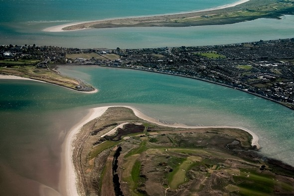 Body washes up on beach in Dublin