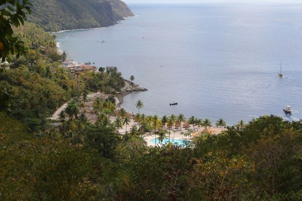 10 British cruise passengers robbed at gunpoint in St Lucia