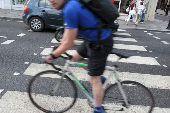 Police stop man cycling in Bristol for 'not wearing Lycra'