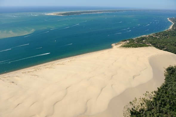 Enormous sand dune 'eating' houses, forest and roads in South West France