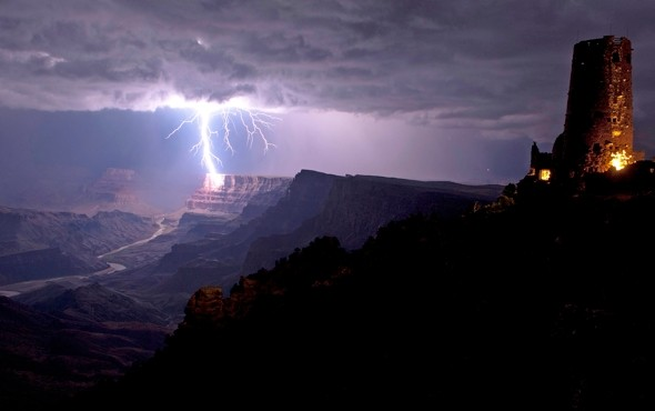 Amazing pic as lightning strikes the Grand Canyon