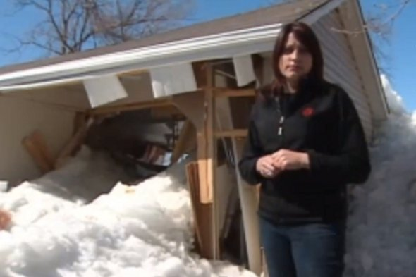 Nine metre wall of ice destroys homes in Canada