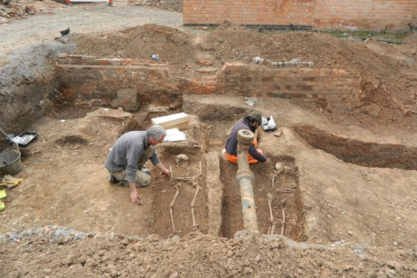 University of Leicester digs up Roman cemetery under another car park