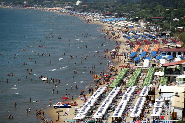 British tourist drowns in rough seas on holiday in Italy