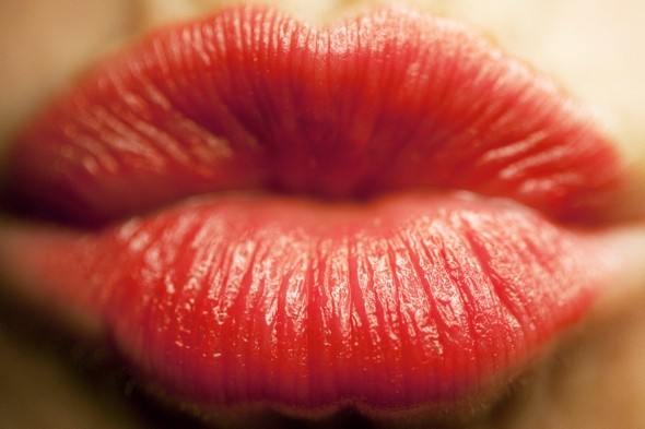 Turkish Airlines bans bright lipstick on hostesses