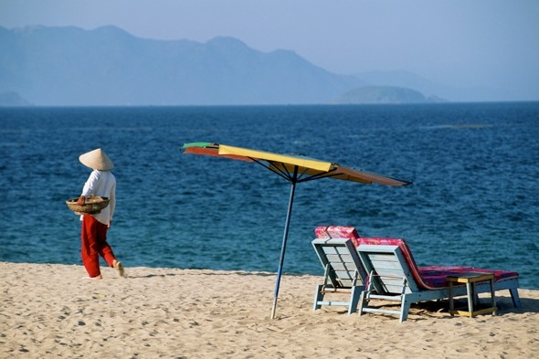 Revealed! British holidaymakers' biggest beach bugbears
