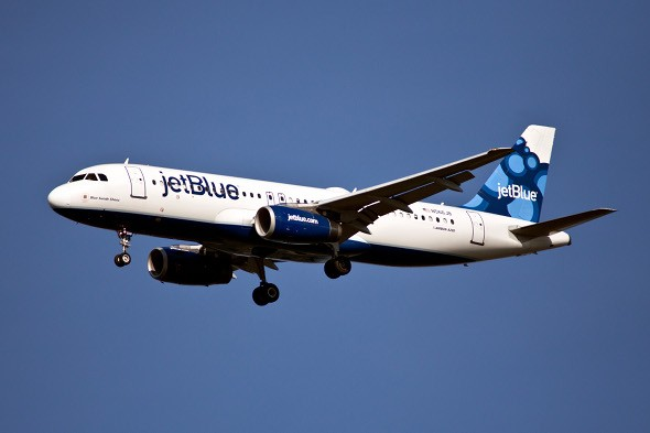 JetBlue pilot tells passengers that their plane is losing power after lightening strike