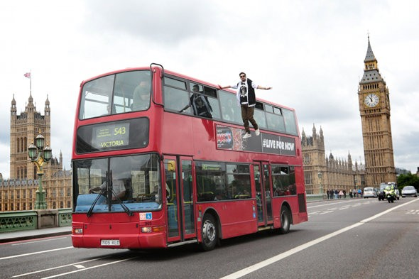 Tourists stunned as magician levitates from roof of London bus