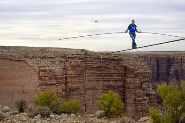 Daredevil Nik Wallenda crosses Grand Canyon with no safety harness