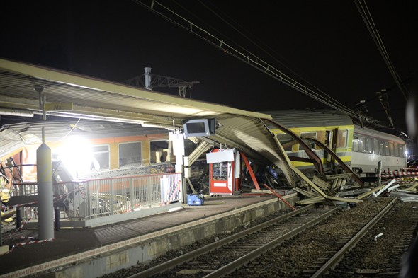 Looters targeted French rail crash wreck while victims on board