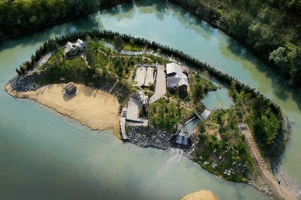 Millionaire could be forced to tear down pirate island