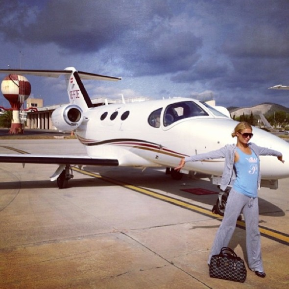 jet set lifestyle paris hilton posts private plane