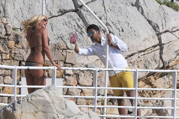 Victoria Silvstedt shows off bronzed bikini body in Antibes