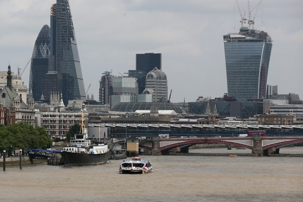 Four people rescued after boat capsizes at Waterloo Bridge