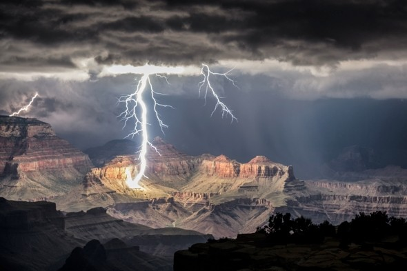 The Grand Canyon was recently lit up by jaw-dropping shots of lightning.