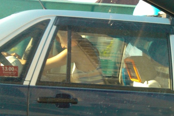 Couple having sex in cab in broad daylight cause huge traffic jam