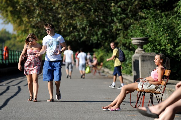 Temperatures to remain in 20s next week after hitting 23C this weekend
