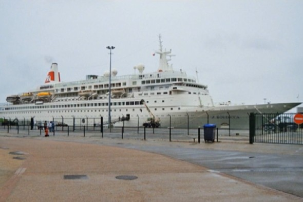 Cruise ship hit by vomiting bug leaves Belfast
