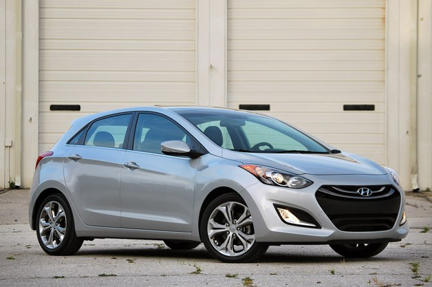 2013 Hyundai Elantra GT - front three-quarter view, silver