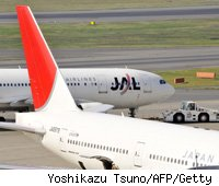 american-flies-above-delta-with-higher-offer-to-jal