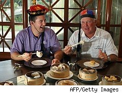 Golfers Ben Curtis, Mark O'Meara enjoy dim sum