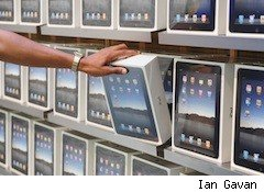 apple iPads selling well - product placement