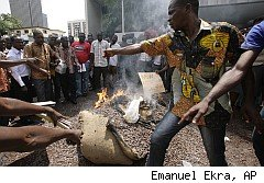 Chocoate shortage as Ivory Coast farmers burn cocoa beans in protest