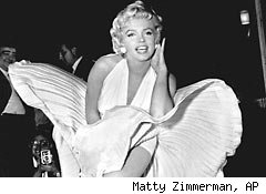 Pleated dress of Monroe