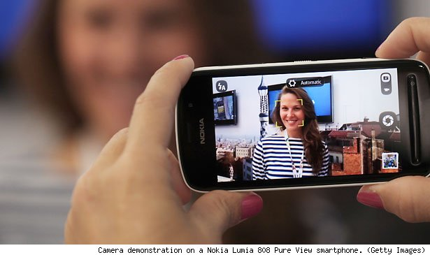 Camera demonstration on a Nokia Lumia 808 Pure View smartphone. (Getty Images)