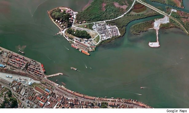 Sao Paolo port handles 780,000 tons of goods a day.
