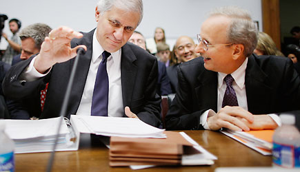 Federal Deposit Insurance Corporation Acting Chairman Martin Gruenberg (L) and Federal Reserve System Board of Governors General Counsel Scott Alvarez