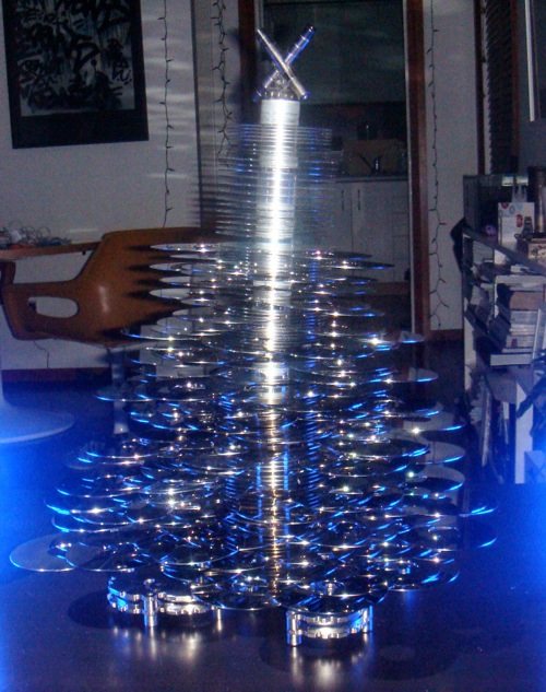 Xmas tree made entirely of SCSI drives, has lower CPU load than IDE alternatives