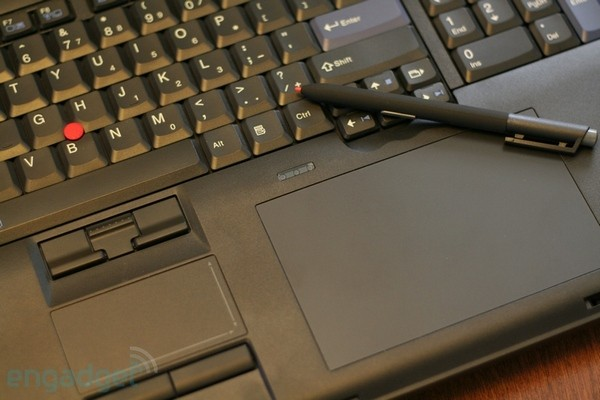 Lenovo W700ds review; two screens of fury in one hefty package