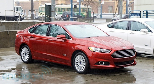 Ford Fusion Energi plug-in hybrid test drive (video)