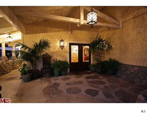 Lisa Marie Presley Sells L A Home For 5m Aol Finance