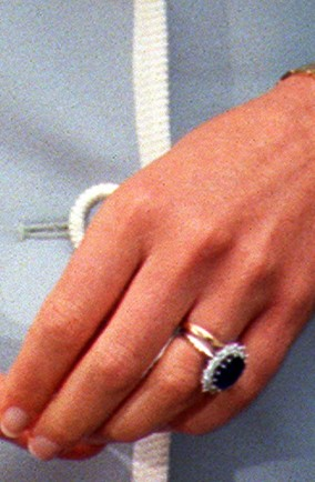 Prince William Proposes To Kate Middleton With Dianas Engagement Ring