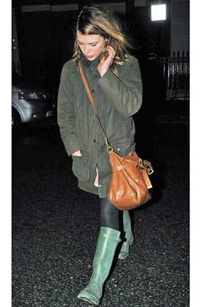 billie-piper-mulberry-hunter-barbour