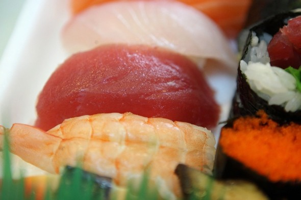 tuna-sushi-eye-health