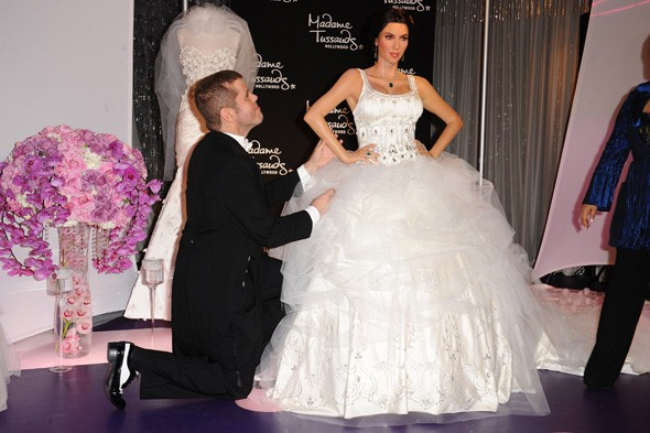 First Pictures Of Kim Kardashian In Her Wedding Dress... | HuffPost UK